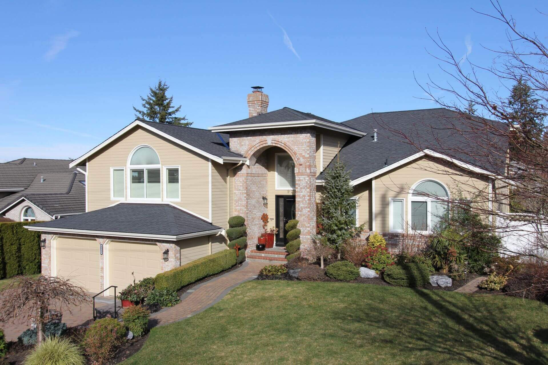Edmonds Roofers. Repair Water Leaks & Shingles & Flashing. 45 Years Roofing Company Experience. Local Licensed Contractor Near Me - Emergency & New Roof Replacements. Experts For Lynnwood & Shoreline, WA
